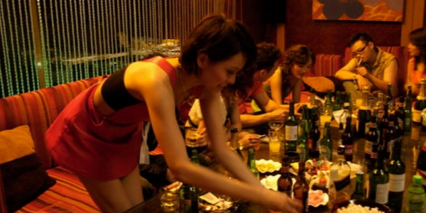 看盡歡場人生的「酒店小姐」最真摯告白,告訴你為什麼「男人不可靠」!
